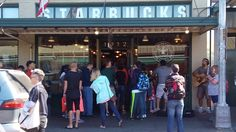 The first store at Pike Place Market (A primeira loja no Pike Place Market).