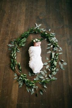 This. Stunning newborn with greenery.
