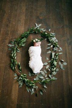 This. Stunning newborn with greenery.