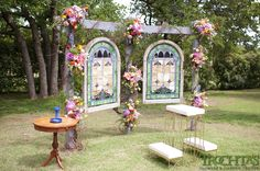 Create your own backdrop for an outside wedding! Photo by Ely Fair Photography #trochtas #wedding #flowers #ceremony #outside