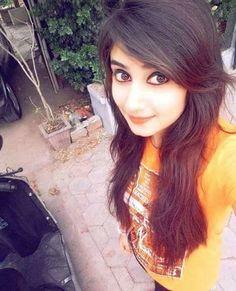 Stylish Girls Photos, Stylish Girl Pic, Beautiful Girl Photo, Beautiful Girl Indian, Cool Girl Pictures, Girl Photos, Simple Girl Image, Desi Girl Selfie, Pakistani Girl