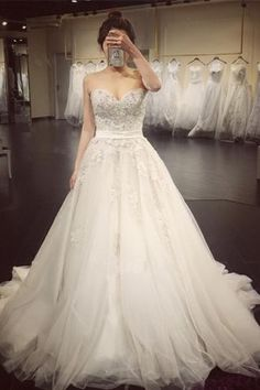 Elegant Sweetheart Beaded Appliques A Line Court Train Wedding Dress