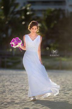 Mindig is tengerparti esküvő volt az álmom!  valódi esküvő, óceánpartiesküvő tengerpartiesküvő trópusiesküvő esküvő ajánlat utazásicsomag tengerpartiesküvő eskuvo eskuvoiruha tengerpartieskuvo eskuvokulfoldon miami tengerpart nyaralas nászút eskuvo esküvő eskuvofotozas eskuvoiruha eskuvoifoto lakodalom Miami Wedding, One Shoulder Wedding Dress, Wedding Dresses, Bouquets, Weddings, Inspiration, Fashion, Biblical Inspiration, Moda
