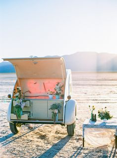 Pop-up weddings are a new trend that are quickly catching on in North America. Find out why it might be the perfect option for you.
