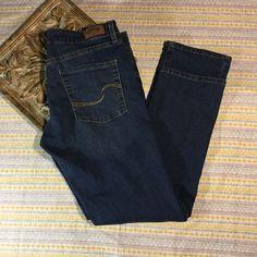 Levis Womens Signature Jeans Stretch Distressed Modern Straight Leg Sz 32/34 #LeviStraussSignature #StraightLeg