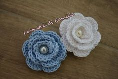 Crochet roses for bags: Camilla& tutorials - crochet roses - Crochet Brooch, Crochet Buttons, Thread Crochet, Knit Crochet, Crochet Earrings, Crochet Hats, Baby Knitting Patterns, Crochet Patterns, Sunburst Granny Square