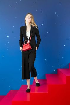 Take a look to Akris Pre-Spring 2018collection: the fashion accessories and outfits seen on Parigi runaways.