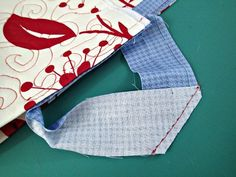 Easy trick to perfectly join quilt binding - So Sew Easy Easy trick to perfectly join quilt binding – So Sew Easy Machine Binding A Quilt, Quilt Binding Tutorial, Machine Quilting, Bias Binding, Sewing Binding, Quilting Tips, Quilting Tutorials, Quilting Projects, Beginner Quilting