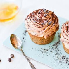 Nøddecupcakes opskrift med nougat-kaffecreme - se her Danish Food, Sweets Cake, Mini Muffins, Crunches, Cakes And More, Baking Recipes, Cravings, Sweet Tooth, Cheesecake