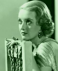 Welcome to the official Bette Davis website. Learn more about Bette Davis and contact us today for licensing opportunities. Old Hollywood Glamour, Golden Age Of Hollywood, Vintage Hollywood, Hollywood Stars, Classic Hollywood, Hollywood Icons, Vintage Vogue, Vintage Ladies, Divas