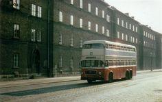 Wien Meidling, Eichenstraße mit den Eisenbahnerarbeiterwohnhaus und ein Doppeldeckerbus der WStW Linie 61 um 1970. Foto: Stadler