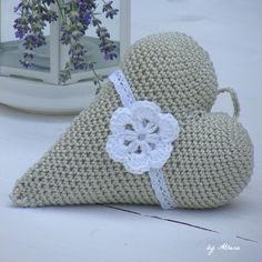 Crochet heart filled with lavander Crochet Motif, Knit Crochet, Crochet Patterns, Crochet Hats, Heart Crafts, Arm Warmers, Mittens, Projects To Try, Diy Crafts