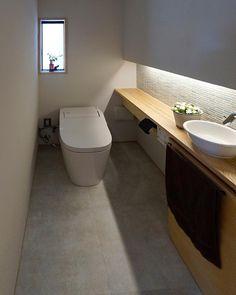 画像に含まれている可能性があるもの:室内 Powder Room Small, Bathroom Interior, Bathroom Decor, Office Interior Design, Kitchen Interior, Downstairs Bathroom, Bathroom Design, Toilet Design, Bathroom