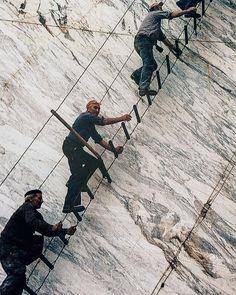 Workers at Marble Quarries of Carrara. #ItalianMarble Des travailleurs dans les carrières de marbre à Carrare.  #Carrara #WhiteMarble #OreePebble #Natural #Authentic #Materials #Roots #Nature #Italy