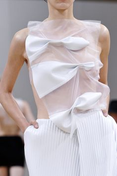Irregular bows, fabric transparency and vertical textures - white dress; fashion details // J.W. Anderson Spring 2014