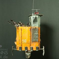 Hover garbage truck, 1:35, inspired by Ian McQue, scratch