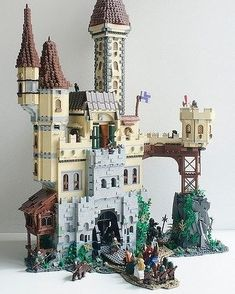 """⚡𝘽𝙧𝙞𝙘𝙠𝙡𝙞𝙣𝙘𝙠 𝙎𝙝𝙤𝙥⚡ on Instagram: """"🔝🔝🔝 FOLLOW 👉 @mocs_maker for daily amazing mocs⠀ .⠀ just a #castle, right? by 🔥 Elio Salsano 🔥⠀ .⠀ ➡️Author and details on…"""" Lego Building, Building Ideas, Lego Minecraft, All Lego, Lego Castle, Lego Design, Lego Architecture, Lego House, Lego Instructions"""