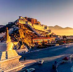 El Lhasa es el lugar ideal para relajarte, rodeado por las montañas del Himalaya, este centro espiritual del budismo te dará vistas increíbles. ❤ #montaña #montañas #mountain #mountains #nature #naturelovers #paisajes #view #amazing #travel #Himalaya #Lhasa #Tibet #travels