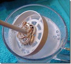 Limpiar joyas. Papel de plata, agua caliente, sal, bicarbonato y detergente