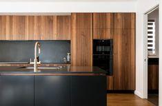 Kitchen Slab, Walnut Kitchen Cabinets, Black Kitchen Countertops, Timber Kitchen, Mid Century Modern Kitchen, Minimalist Kitchen, Black Kitchens, Modern Kitchen Design, Kitchen Remodel