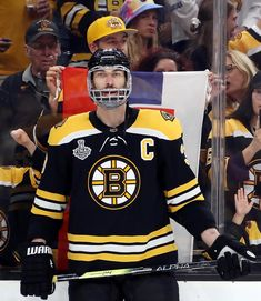 2019 Stanley Cup game 5 - Big Z plays with a broken jaw. Boston Bruins Hockey, Stanley Cup Finals, Boston Sports, Boston Strong, Field Hockey, National Hockey League, Big Men, Hockey Players, Hockey