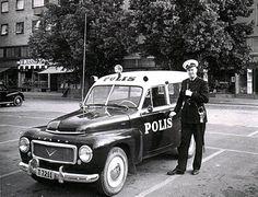 Swedish Police with his Volvo Duett Volvo Wagon, Volvo Cars, Swedish Police, Emergency Vehicles, Police Vehicles, Old Police Cars, Classic Motors, Classic Cars, Volvo 240