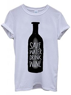 """Das T-Shirt """"Save Water Drink Wine"""" ist ein cooles Hipster Geschenk für unsere Freunde, die manchmal alles besser wissen & humorvoll sind!"""