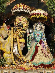 Iskcon Krishna, Shree Krishna, Radhe Krishna, Lord Krishna Images, Radha Krishna Images, Krishna Art, Srila Prabhupada, Hindu Deities, Hinduism