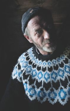 Knitwear - Icelandic sweater - I think this was a staged photo shoot not a spontaneous, candid character shot. Fair Isle Knitting, Hand Knitting, Norwegian Knitting, Icelandic Sweaters, Knitwear Fashion, Knitting Designs, Traditional Outfits, Bunt, Knit Crochet