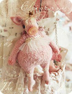 This little piggy. Pig Crafts, Handmade Stuffed Animals, Pig Art, This Little Piggy, Cute Pigs, Bear Doll, Stuffed Animal Patterns, Soft Sculpture, Felt Animals