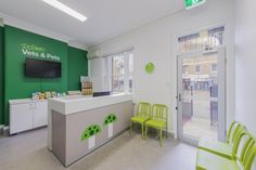 Veterinary-clinic-interior-design/vet-front-desk-on-wheels/puppy-training-area