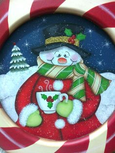 Pintura Navideña Snowman Christmas Decorations, Christmas Wood Crafts, Christmas Plates, Snowman Crafts, Craft Stick Crafts, Christmas Snowman, Diy And Crafts, Christmas Ornaments, Snowman Ornaments