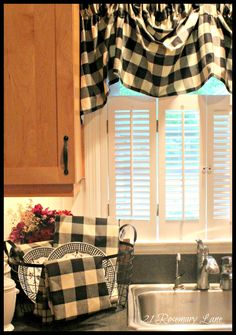 Modern Interior Decorating Ideas Enhancing Country Style Decor with Vichy Check Fabric Patterns Black And Red Kitchen, Black Kitchens, Black Decor, White Decor, Cortinas Country, Buffalo Check Curtains, Red Kitchen Decor, Kitchen Ideas, Diy Kitchen