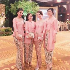 awesome 64 Pink Sleeve Dress Idea for Daily Action Kebaya Pink, Kebaya Lace, Kebaya Dress, Batik Kebaya, Batik Dress, Lace Dress, Kimono, Batik Fashion, Hijab Fashion