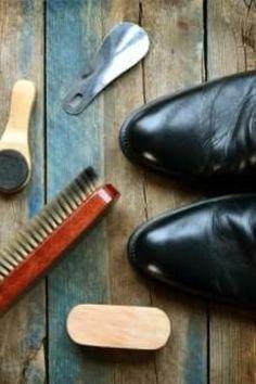 #Pantofii de piele necesită îngrijire #specială pentru a #rămâne în condiții #optime. Îți oferim 5 sfaturi și trucuri #interesante pentru a-i curăța și păstra în stare bună în timp. Garden Trowel, Garden Tools, Lady, Yard Tools, Outdoor Power Equipment