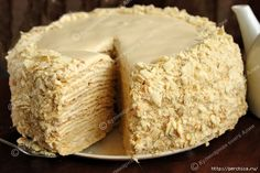 Napoleon cake with delicious cream Russian Cakes, Russian Desserts, Russian Recipes, Torta Pompadour, Napoleons Recipe, Baking Recipes, Dessert Recipes, Napoleon Cake, Cheesecake