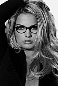 All The Times Margot Robbie Has Aced It On The Red Carpet – Celebrities Female Margot Elise Robbie, Margo Robbie, Portraits, Musa, Celebrity Red Carpet, Girls With Glasses, Celebs, Celebrities, Harley Quinn