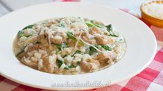 Risotto met pesto, kip en spinazie Healthy Student Meals, Healthy Diners, Diner Recipes, Good Food, Yummy Food, Dinner Is Served, Rice Dishes, Pasta Recipes, Italian Recipes