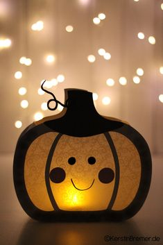 Cute Halloween Decorations, Halloween Crafts For Kids, Halloween Diy, Ghost Template, Bat Craft, Ghost Pictures, Jeepers Creepers, Paper Plate Crafts, Coloring Books