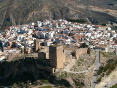 Laguardia es un municipio situado en el sur de la provincia de Álava, España, a 64 km de la capital Vitoria, que pertenece a la comunidad autónoma del País Vasco. Está enclavado en la comarca de la Rioja Alavesa.