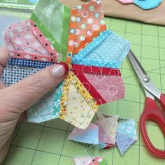 Tutorials about making easy patchwork flowers with BLOOM Sew Simple Shapes Quilting Tips, Quilting Tutorials, Machine Quilting, Quilting Projects, Quilting Designs, Sewing Projects, Applique Quilts, Patchwork Quilting, Hand Applique