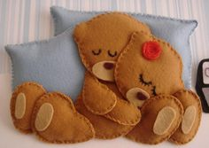 ositos durmiendo abrazados. fieltro