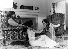 Amitabh Bachchan, Naseem and Waheeda Rehman in a still from the movie Kabhi Kabhie Waheeda Rehman, Neetu Singh, Amitabh Bachchan, Bollywood Stars, Film Industry, Film Posters, Memoirs, Bollywood Actress, Cinema