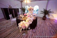 aranjament floral spuma marii www.carmenevents.ro Table Decorations, Blog, Furniture, Home Decor, Decoration Home, Room Decor, Blogging, Home Furniture, Interior Design