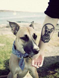 Perro diseño del tatuaje