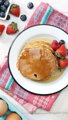 Simple and Healthy Pancakes From carrot cake to blueberry, these inspired hotcakes are not only good for you, but tasty too.From carrot cake to blueberry, these inspired hotcakes are not only good for you, but tasty too. Baby Food Recipes, Dessert Recipes, Cooking Recipes, Pancake Recipes, Oat Flour Recipes, Thai Cooking, Crepe Recipes, Brunch Recipes, Healthy Breakfast Recipes