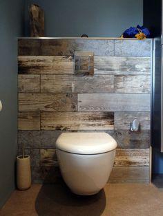 Reclaimed Wood: Rachel's Bathroom Transformation - Walls and Floors - Walls and Floors Wood Effect Tiles, Wood Look Tile, Wood Tiles, Tiles Uk, Cloakroom Toilet Downstairs Loo, Master Bathroom, Toilet Tiles, Bathroom Design Luxury, Wooden Bathroom