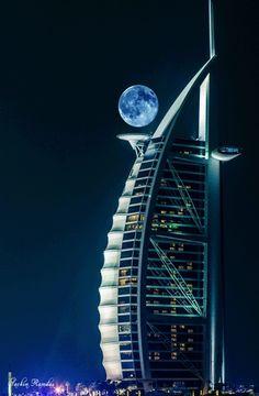 DUBAI MOON: What an artistic partnership between G-d and man! Breathtaking! Balanced! So pleasing to the eye!