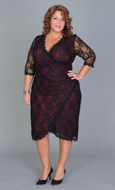 Real Curve Cutie Jennifer N. is ready to turn heads in the Plus Size Gigi Lace Cinch Dress by Kiyonna. Love the red lining underneath for that unexpected pop of color. Big Girl Fashion, Curvy Fashion, Plus Size Fashion, Plus Size Dresses, Plus Size Outfits, Dresses For Sale, Dress Sale, Summer Dresses, Mother Of The Bride Suits