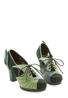 1940s style shoes:    Hotsy Tootsies Heel